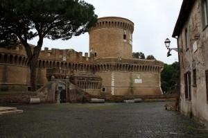 Veduta dal Borgo, del Castello di Giulio II - Ostia antica
