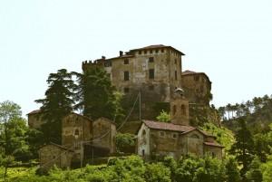 Il Castello ed il borgo di Casaleggio Boiro