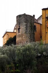 Una torre inglobata nell'abitato