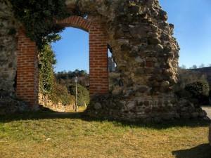 Tra i resti e i ritagli delle mura del Ponte Visconteo ( anche questa da copiare !??? )