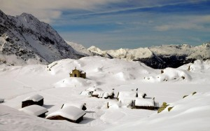 Un presepe coperto di neve
