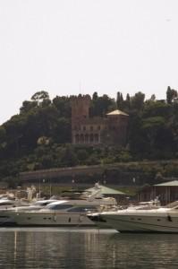 Il castello domina il porto