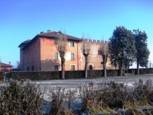 Castello di Buriasco, un filo di sole sulla brina