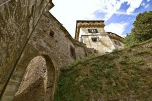 """"""" entrando nel castello di Mornese"""""""