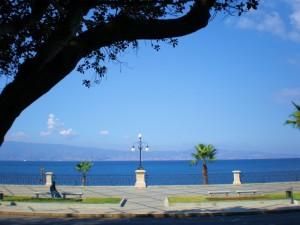 REGGIO CALABRIA - Lo Stretto visto da via Marina