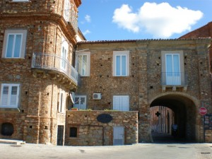 NICOTERA - La Porta S. Caterina, anche detta La Lamia, ovverola bocca della strega