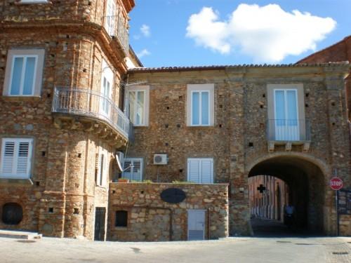 Nicotera - NICOTERA - La Porta S. Caterina, anche detta La Lamia, ovverola bocca della strega