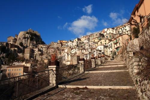Cervara di Roma - le scale del paese