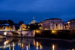 Roma con lo sfondo del Cupolone