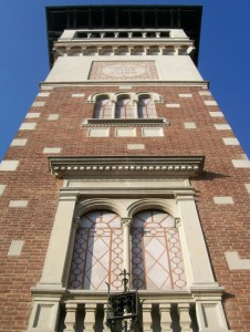 Origgio - la torre ai caduti da sotto in su