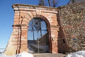 Mombasiglio -entrata nell castello