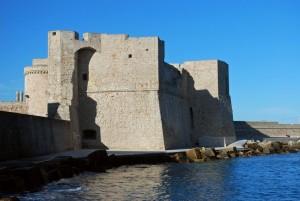 Il castello che si specchia nel mare di Monopoli