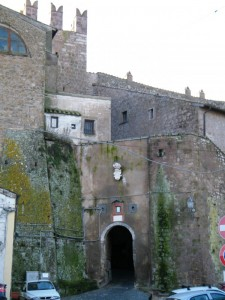 La porta d'ingresso per entrare a Calcata