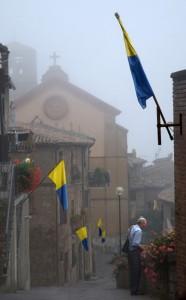 Proceno con nebbia
