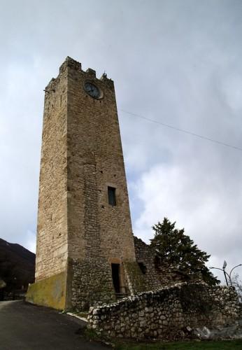 Tione degli Abruzzi - Torre medioevale e l'orologio
