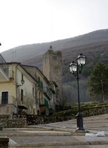La torre vista dal suo borgo