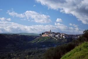 l'agglomerato medioevale di Lavello sorge su due colline che guardano la Puglia
