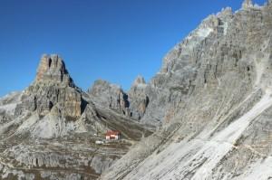 Forcella Lavaredo - vista sul monte Paterno e Rifugio Locatelli