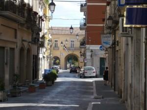 ..uscendo dal centro storico..