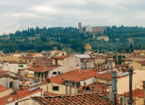 Un panorama (d'antenne)e sullo sfondo, il Piazzale Michelangelo a destra la Basilica di San Miniato.