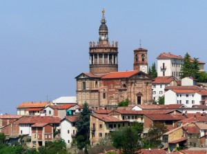 CAMAGNA M.to con la sua imponente Chiesa