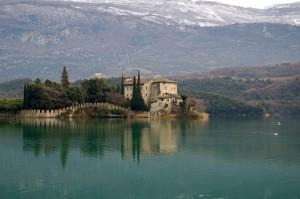 Castel Toblino nel lago di Santa Massenza