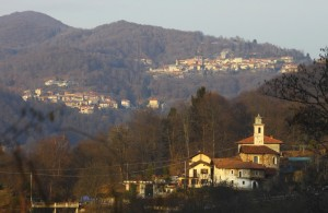 Le frazioni (Da SX) Zuccaro, Rastiglione e in primo piano Cantone, Vaduggia (Vallis Utiae) val Sesia, Piemonte