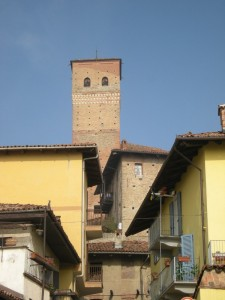 Serralunga d'Alba e la torre