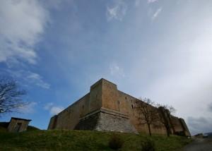 Il Castello Lagopesole domina la valle di Vitalba