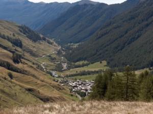 i tetti di Chianale e la Valle Varaita