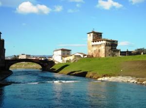 Le case, il ponte…la Rocca