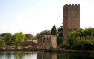Oasi di Ninfa; il castello Caetani