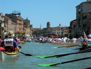 Pagaiando per i canali di Venezia