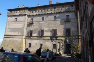 Castello Ruspoli, facciata anteriore (piazza Repubblica).