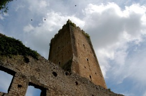 Oasi di Ninfa:Torre Caetani