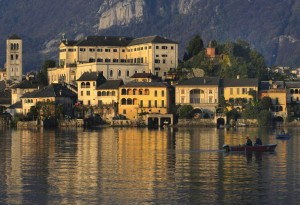 Lento albeggiare su San Giulio