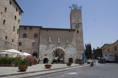 Spello - La porta con gli ulivi sulla torre