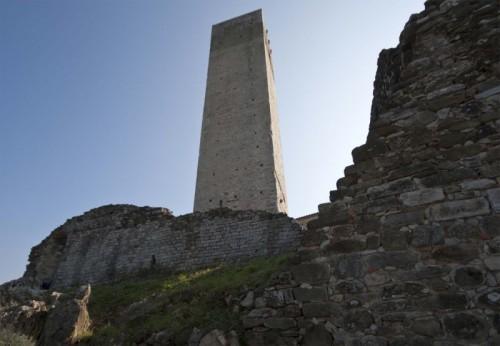 Serravalle Pistoiese - La rocca vecchia e torre del Barbarossa