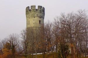 La torre del colle che da il nome all'omonima borgata di Villardora