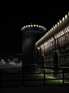 La torre del Castello e le luci blu