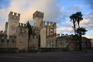 Castello di Sirmione visto dall'ingresso