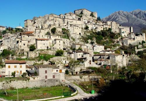 Prata Sannita - In cima..il castello e più lontano...i monti !