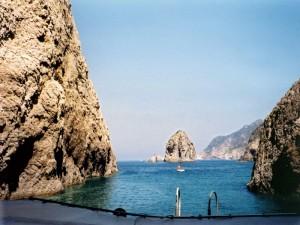 Qui mi sono tuffata nelle splendide acque di Palmarola
