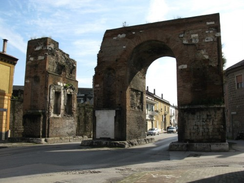 Santa Maria Capua Vetere - Arco di Adriano