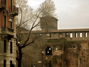 Balconi con vista sul castello Sforzesco