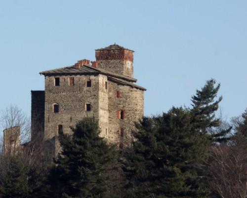 Bagnolo Piemonte - il castello imboscato.....