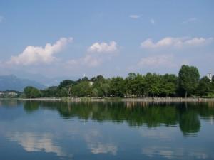 Un giro sul battello ecologico in mezzo al lago