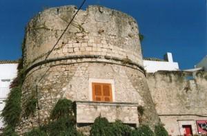 Torre cilindrica nel borgo