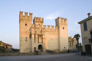 Il castello di Sirmione, lato Ovest.