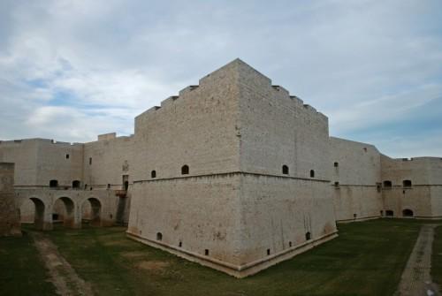 Barletta - nella lunetta del castello di Barletta c'è l'aquila imperiale